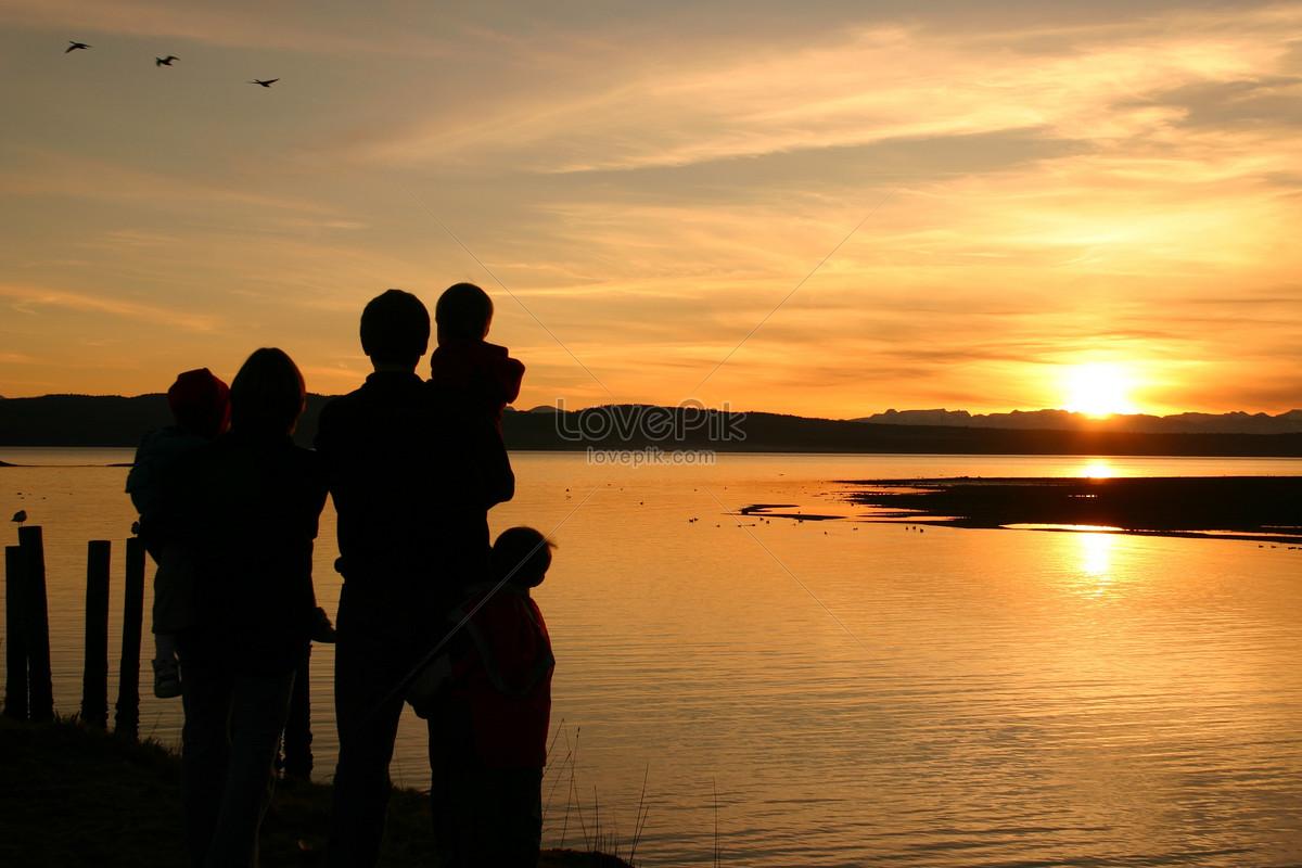 夕阳岸边的家人图片素材编号542316_高清图片免费下载