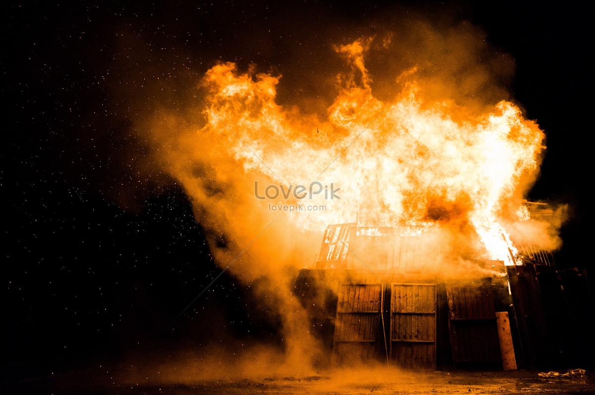 夜空下失火的房屋图片素材编号100344987_高清图片__.