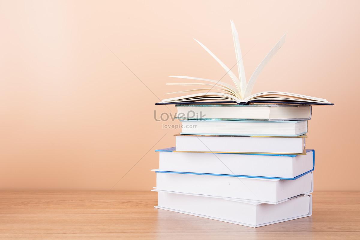 教育知识书本排列翻开摆拍 照片图片