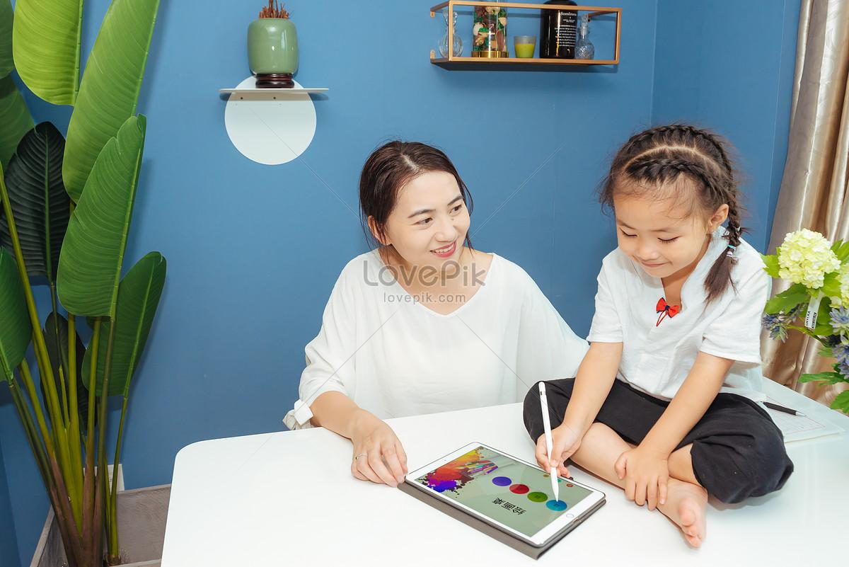 温馨家庭亲子学习图片素材编号500527837_prf高清图片