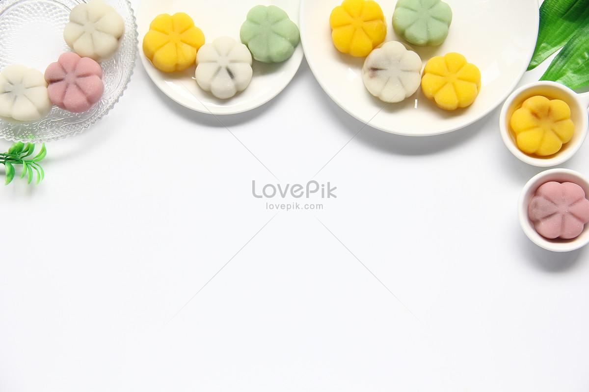 清新简约彩色冰皮月饼中秋美食白底背景素材