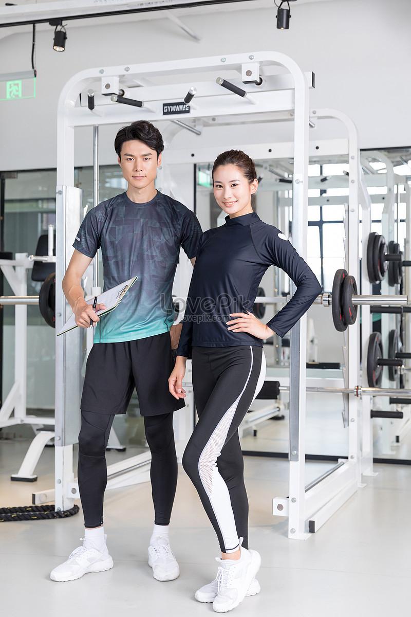 健身教练和年轻女学员健身房合影图片素材编号_prf_.