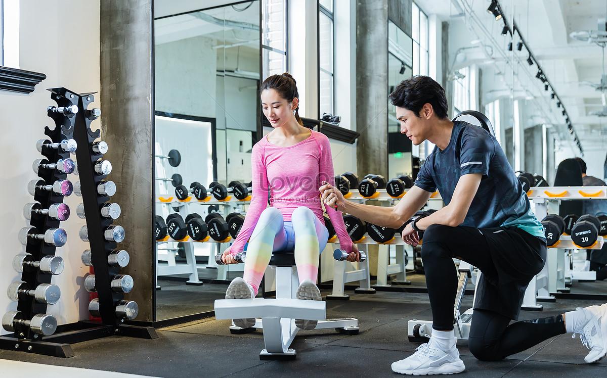 健身教练指导学员健身图片素材编号500945853_prf高清