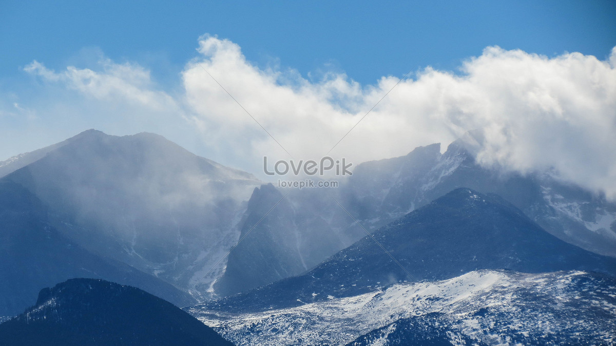 Ở Vùng Núi Cao Ngất Trời Cao Dưới