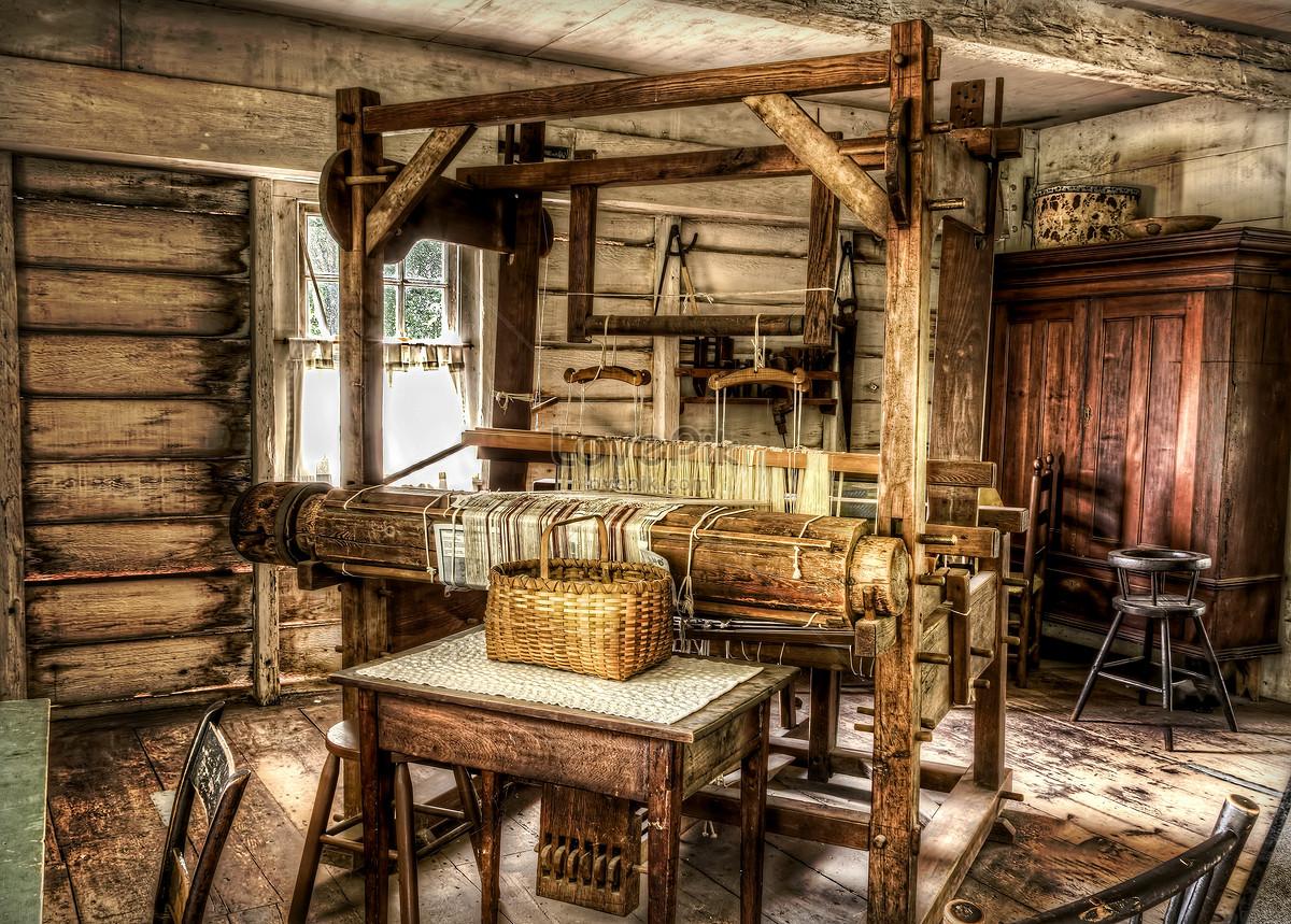 Trong Căn Nhà Gỗ Của Khung Cửi