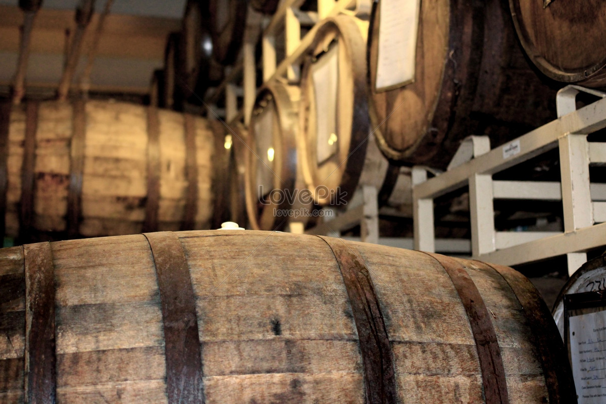 A neat oak barrel photo image_picture free download