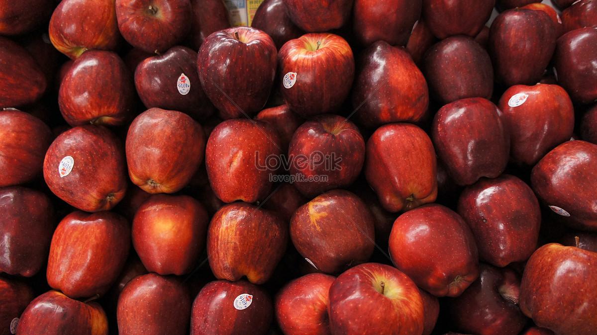 trên thị trường của quả táo đỏ tươi