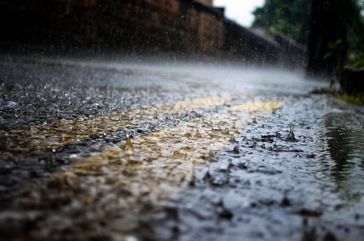 trời mưa đường
