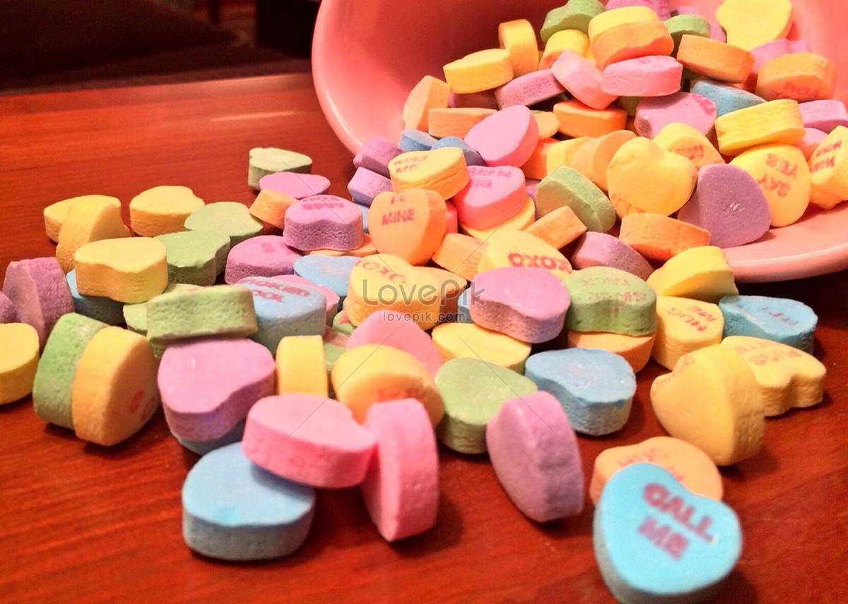 Photo de amour des bonbons sur le bureau numéro de l