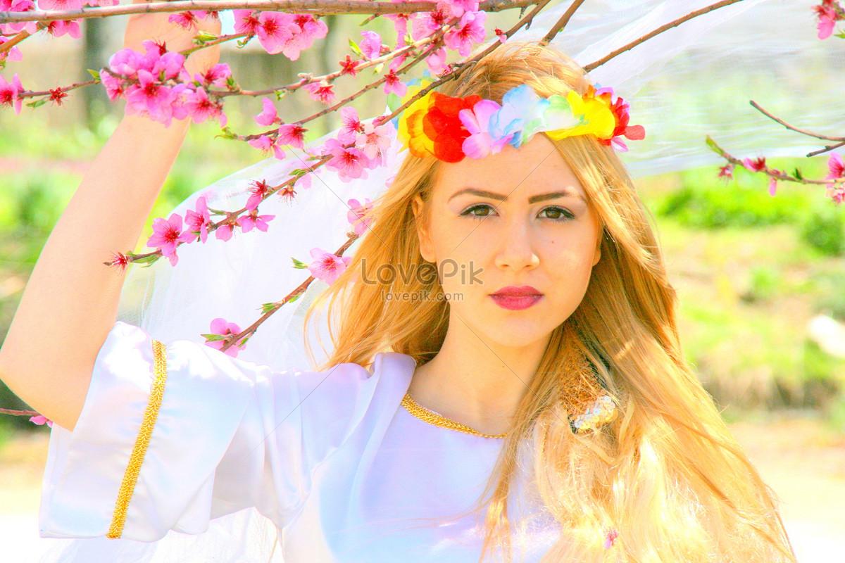 Beautiful girls with flowers photo imagepicture free download beautiful girls with flowers izmirmasajfo