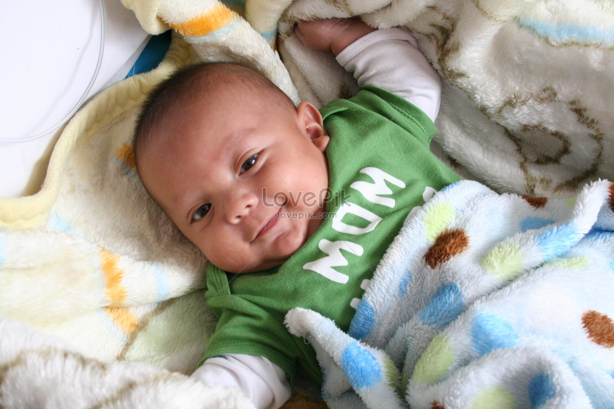 em bé dễ thương và nụ cười