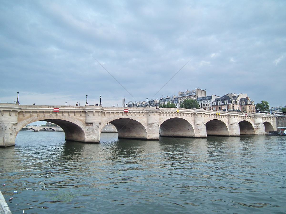 Kiến Trúc Đá Trắng Cầu Trên Sông