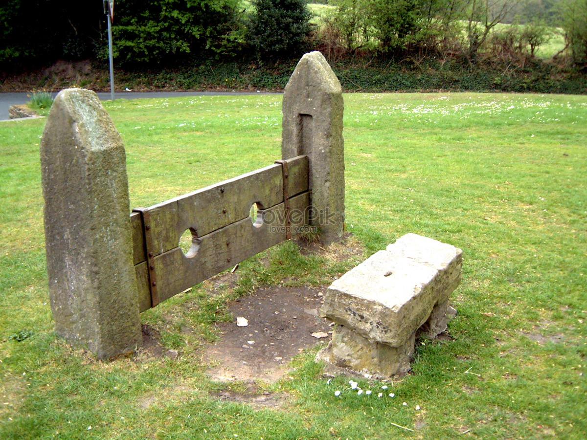 photo de banc de pierre pierre sur lherbe verte_numéro de l