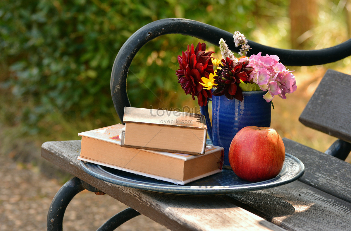 Libri su frutti di fiori di sgabelli immagine gratis foto numero