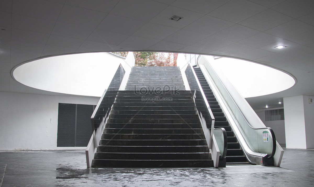 Design Of Staircase Elevator In Shopping Mall