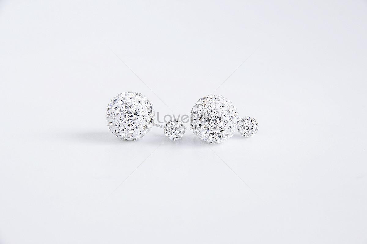tinh thể màu trắng bạc rắn shiny diamond