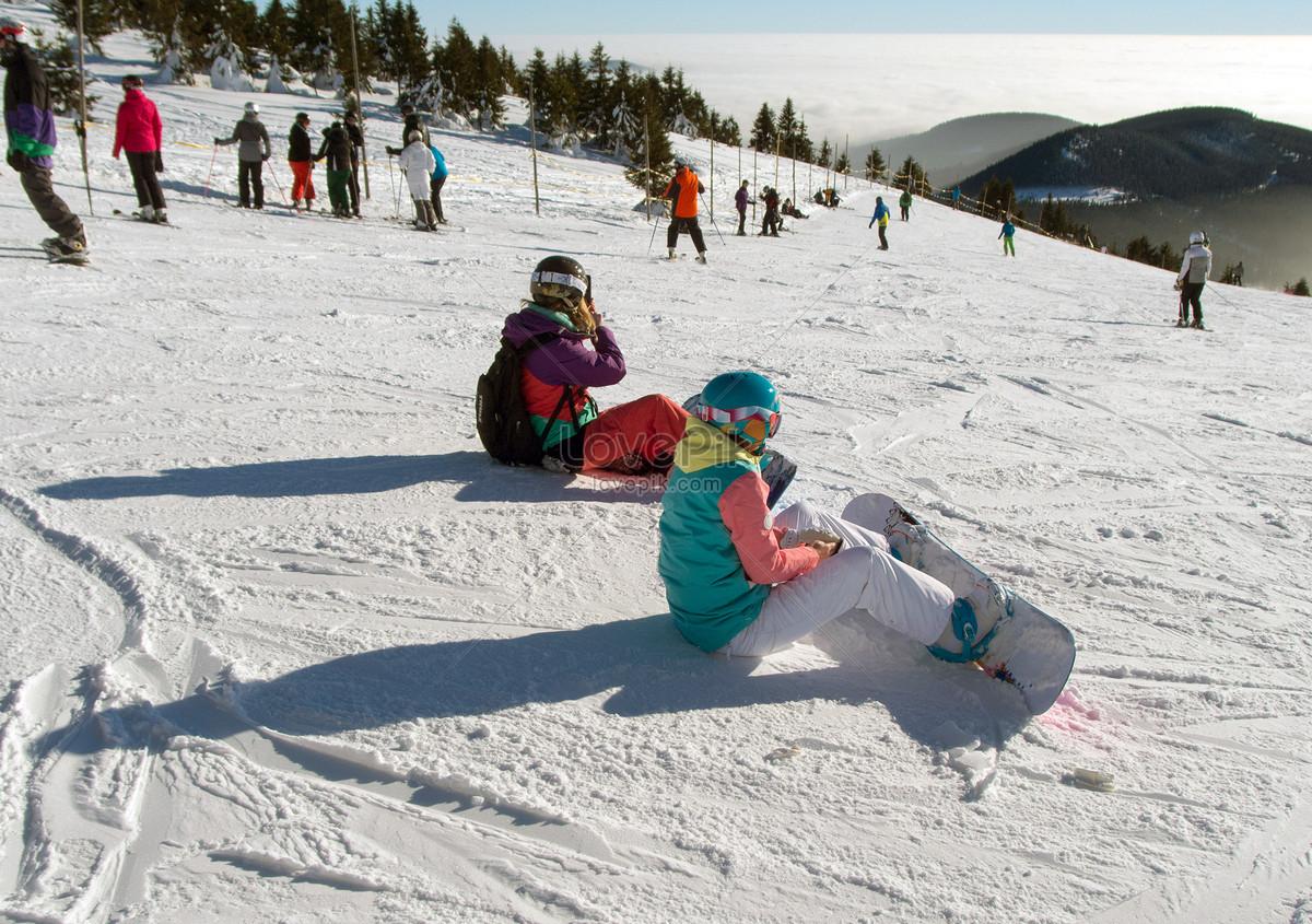 Ninos Jugando En La Nieve Imagen Descargar Foto 500301961 Jpg