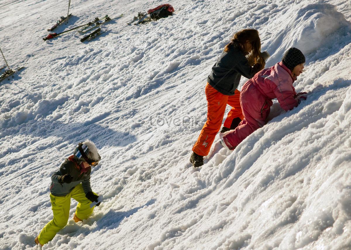 Ninos Jugando En La Nieve Imagen Descargar Foto 500302002 Jpg