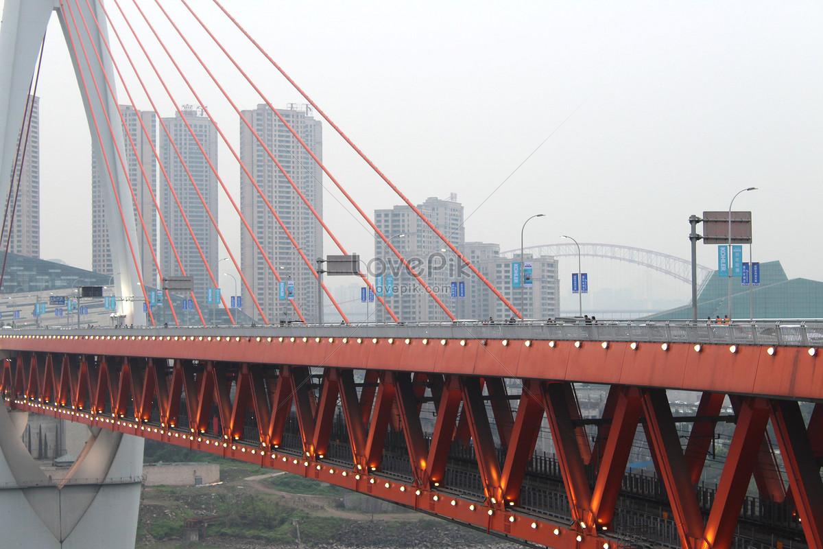 Cửa Vượt Qua Sông Cầu Thiên Niên Kỷ