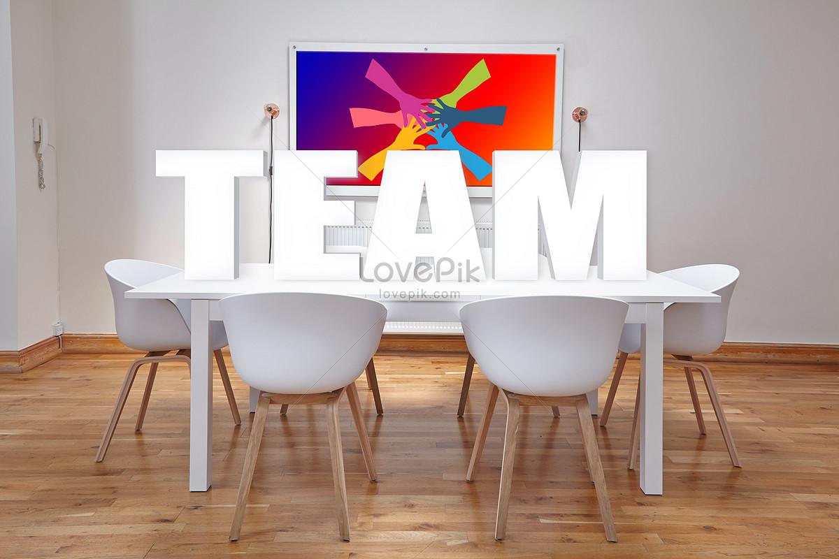 Tavolo e sedie nella sala riunioni del team immagine gratis foto