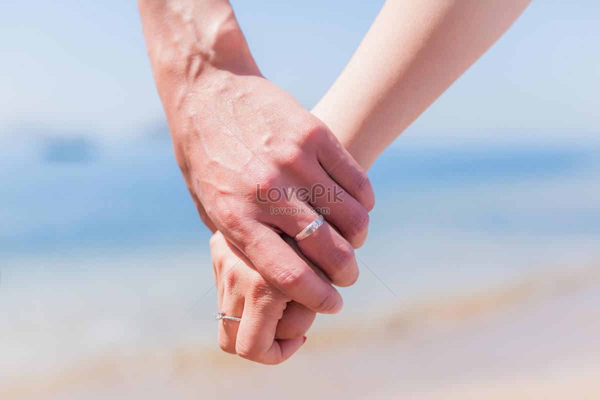 nắm tay nhau