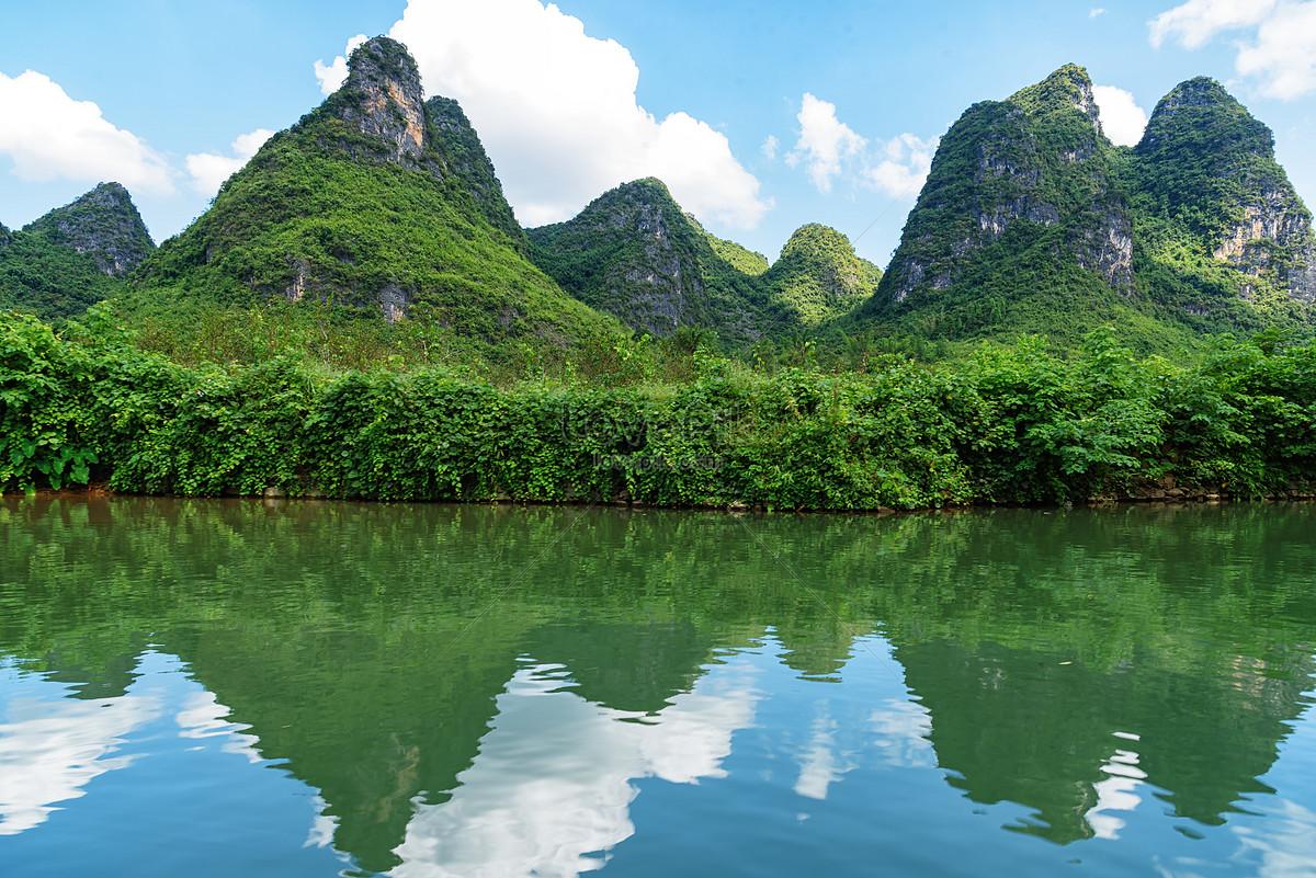 Pemandangan Alam Semulajadi Yang Hijau Gunung Gunung Dan Sungai