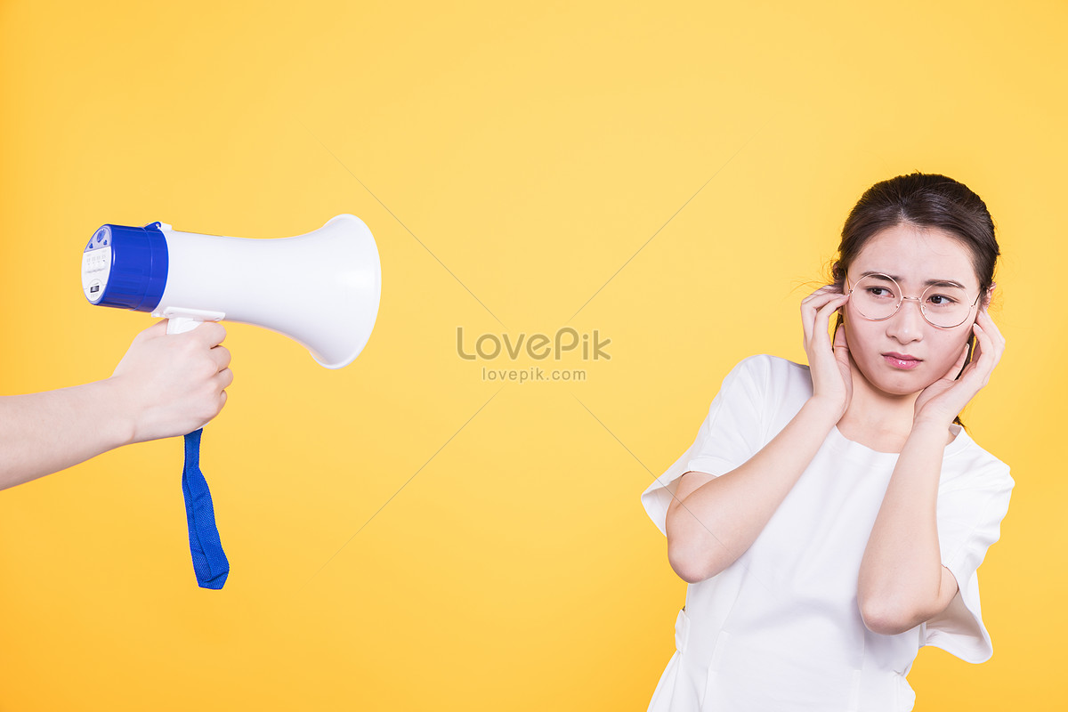College students refusing to sound the noise of the horn