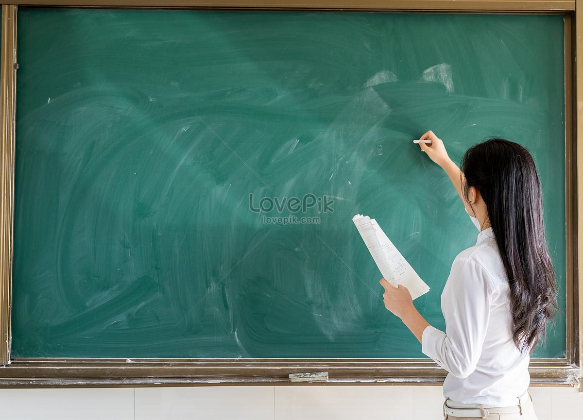 картинки учительница на доске огурец яшин выходит